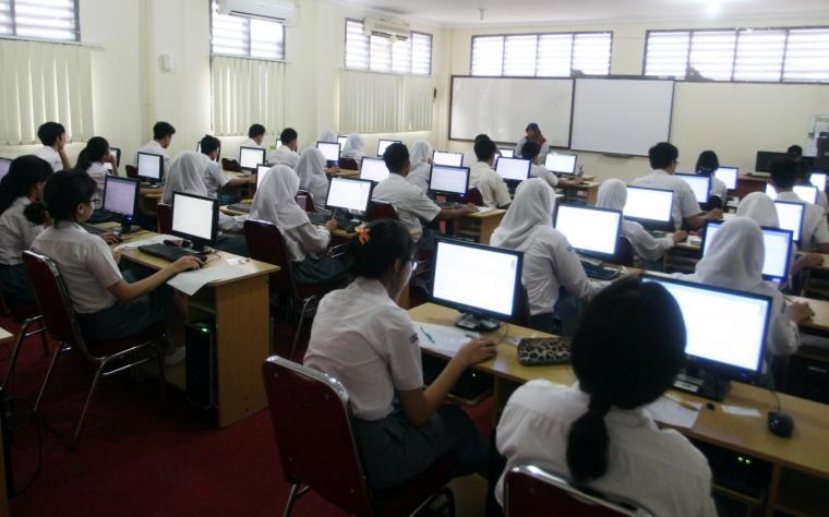 Ilustrasi pelajar SMA sedang belajar. (Dok:banten.co)
