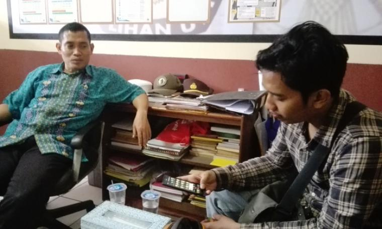 Kaur Bin Ops Satintelkam Polres Cilegon, Iptu Hadi Subeno saat memberikan keterangan kepada awak media. (Foto: TitikNOL)