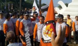 Jajaran Direksi PT Krakatau Posco menyerahkan bantuan kemanusia korban tsunami Selat Sunda melalui PMI Kota Cilegon dan menyerahkan satu unit ambulans untuk PMI Kota Cilegon di ruang rapat Walikota Cilegon. ( Istimewa).