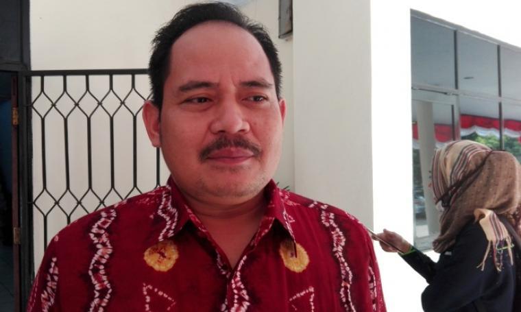 Ketua KPU Kota Cilegon Fathullah Hasyim, saat memberikan keterangan kepada wartawan. (Foto: TitikNOL)