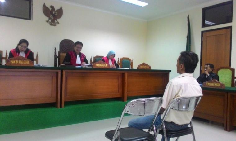 Ebet saat memberikan kesaksian kasus penyelewengan beras miskin (Raskin) di Ruang sidang Pengadilan Negeri (PN) Serang. Senin (8/8/2016).