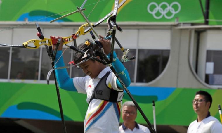 Ega Agatha Riau yang turun di nomor recurve individu putra berhasil lolos ke babak 16 besar setelah mengalahkan pemanah nomor satu dunia. (Dok: daliymail)
