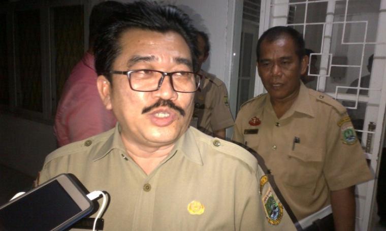 Kabid Pengawasan Disnakertrans Provinsi Banten, Al Hamidi saat memberikan keterangan kepada wartawan. (Foto: TitikNOL)