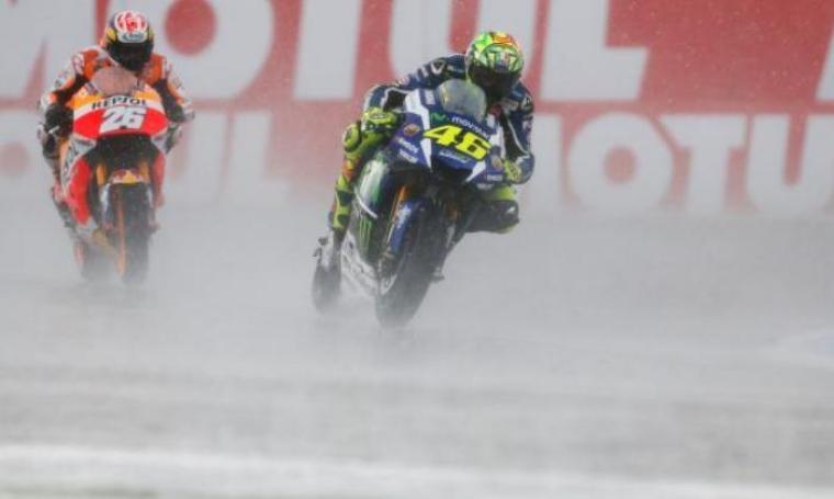 Valentino Rossi saat berada di posisi ke-12 didepan Dani Pedrosa. (Dok: Liputan6)