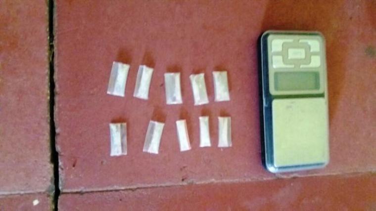 Barang bukti narkoba jenis sabu dan timbangan elektrik, yang diamankan polisi dari tangan pelaku. (Foto:TitikNOL)