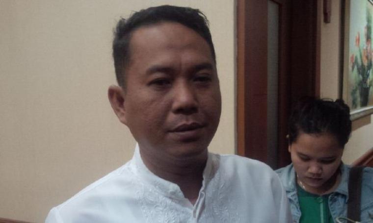 Wakil Ketua DPD II Golkar Cilegon Tb. Iman Ariyadi saat diwawancara awak media di Kompleks Perkantoran Pemkot Cilegon, Jumat (5/8/2016). (Foto: TitikNOL)