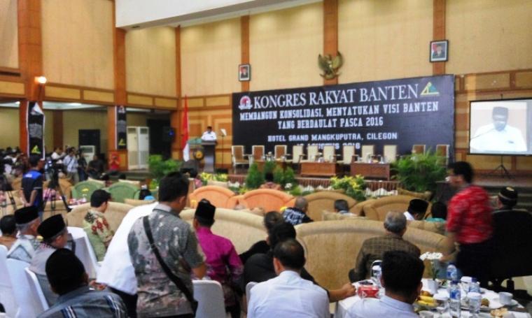 Gubernur Banten Rano Karno, saat membuka acara agenda besar Kongres Rakyat Banten di Hotel Grand Mangkuputra, Cilegon, Rabu (10/8/2016). (Foto: TitikNOL)