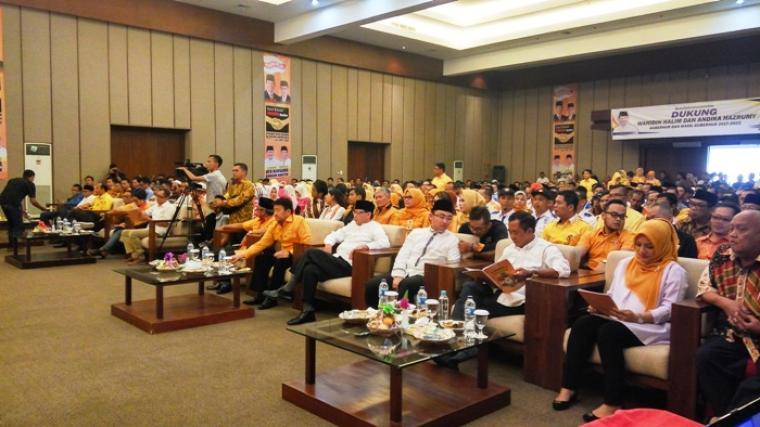 Mulyadi Jayabaya (ketiga dari kanan) saat menghadiri acara deklarasi DPD Hanura Banten di Hotel Ratu, Kota Serang, Sabtu (20/8/2016)