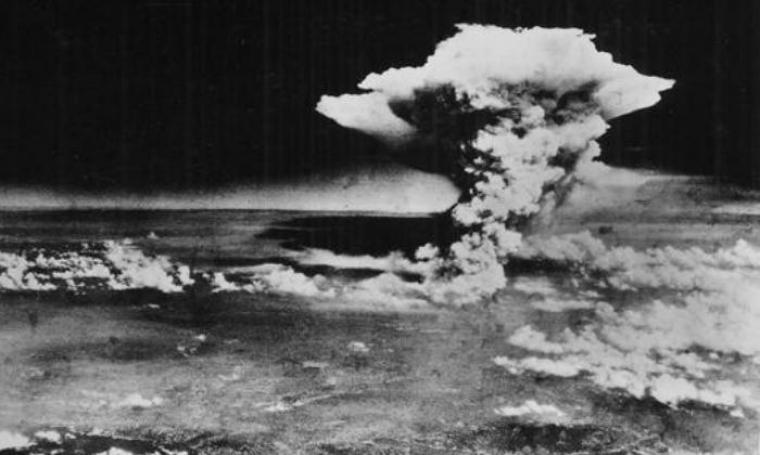 Ledakaan bom atom 580 meter di atas pusat kota Hiroshima yang mengakibatkan 80 persen wilayah kota luluhlantak akibat ledakan ini. (Dok: dw)