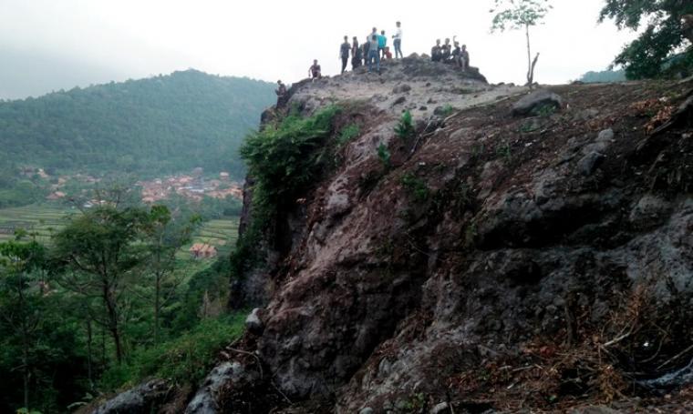 Batu Gede Sayar Objek Wisata Kota Serang Alami Yang Mempesona