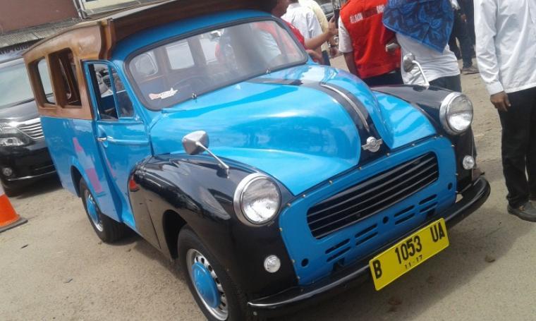 Mobil Oplet yang nampak mejeng di acara deklarasi Rano-Mulya. (Foto: TitikNOL)