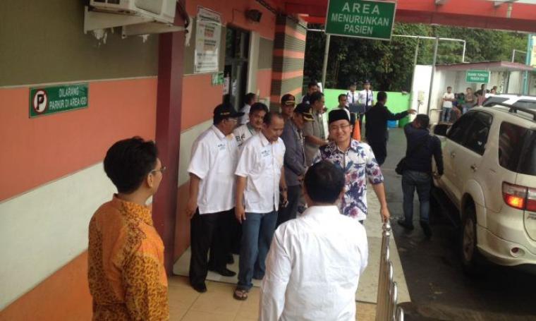 Bacawagub Andika Hazrumy saat tiba di Rumah Sakit dr Dradjat Prawiranegara pukul 07.20 WIB. (Foto: TitikNOL)