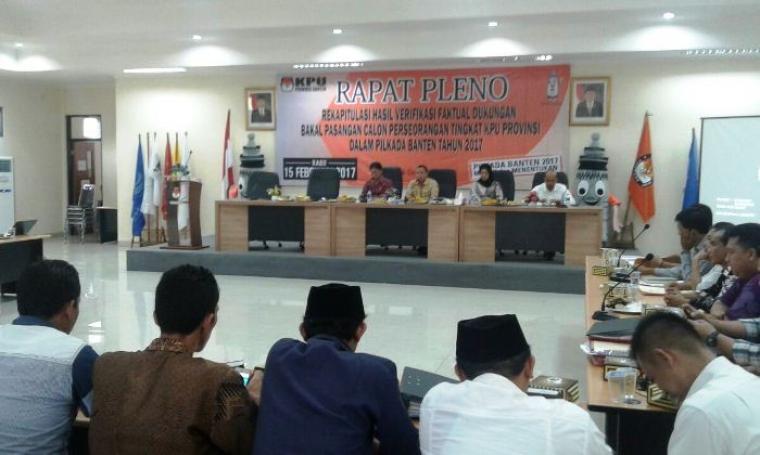 Suasana Rapat Pleno Rekapitulasi Hasil Verifikasi Faktual Dukungan Bakal Paslon Gubernur dan Wakil Gubernur Jalur Perseorangan di Aula KPU Banten, Kota Serang, Rabu (14/9/2016). (Foto: TitikNOL)
