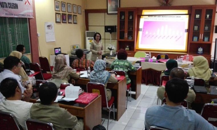 Kepala Dinas Kesehatan Kota Cilegon, Arriadna saat memberikan sosialisasi tentang bahaya HIV AIDS di Kantor Kesehatan Pelabuhan Kelas II Banten. (Foto: TitikNOL)