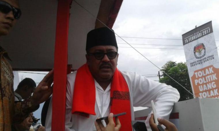 Calon Gubernur Banten Rano Karno saat akan melakukan pawai keliling. (Foto: TitikNOL)