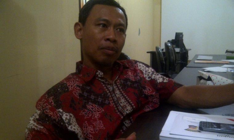 Ketua Bawaslu Banten, Pramono U Tantowi saat ditemui di ruang kerjanya, Selasa (18/10/2016). (Foto: TitikNOL)