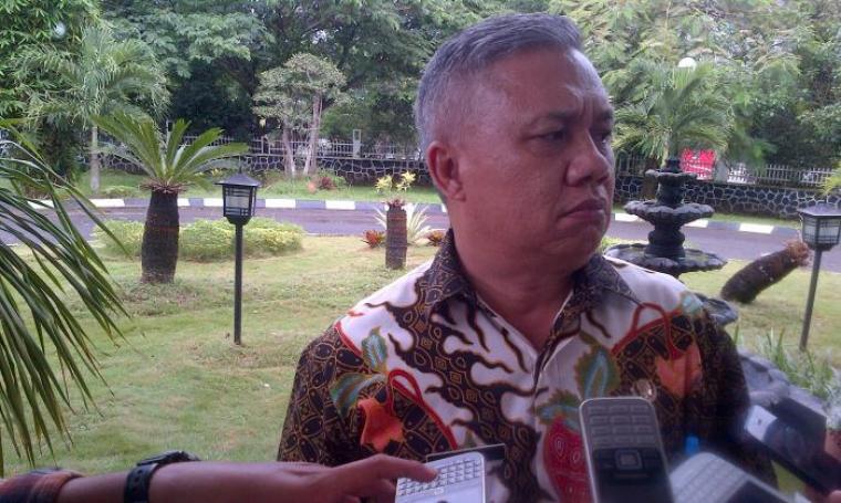 Kepala BKD Banten, Samsir saat dimintai keterangan oleh wartawan. (Foto: TitikNOL)