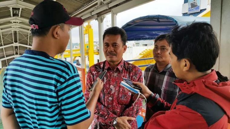 Ketua Umum Gabungan pengusaha angkutan sungai, danau dan penyebrangan (Gapasdap) Khoiri Soetomo, saat diwawancarai wartawan. (Foto:TtikNOL)