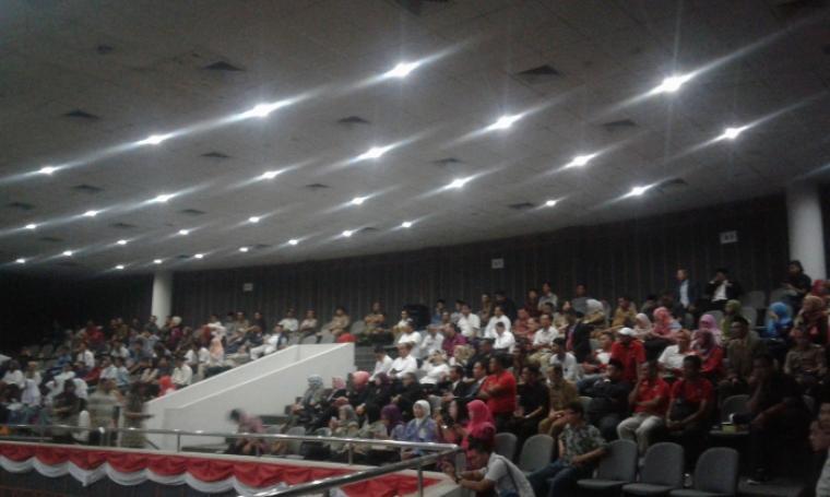 Suasana para tamu undangan yang hadir dalam Paripurna HUT Banten ke-16 di DPRD Banten. (Foto: TitikNOL)