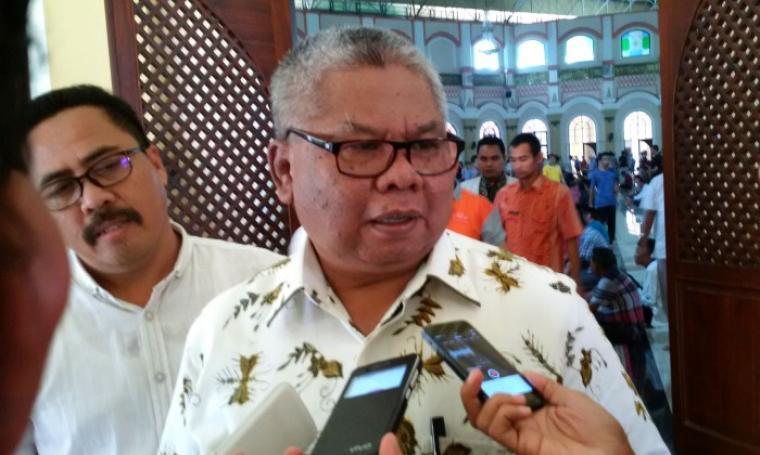 Kepala Bappeda Banten Hudaya Latuconsina saat memberikan keterangan kepada wartawan. (Foto: TitikNOL)