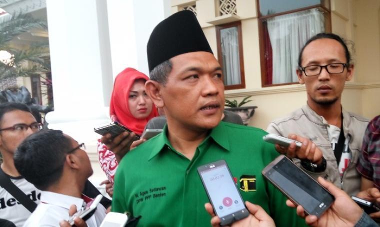 Ketua DPW PPP Banten Agus Setiawan, saat diwawancarai wartawan. (Dok:TitikNOL)