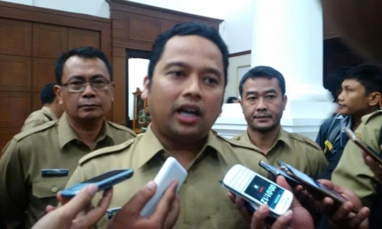 Wali Kota Tangerang Arief R Wismansyah saat memberikan keterangan kepada awak media. (Foto: TitikNOL)