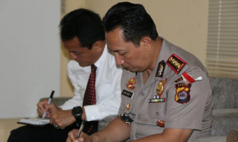 Kapolda Banten, Kombes Pol Listyo Sigit Prabowo saat berada di Kantor Bawaslu Provinsi Banten, di Kelapa Dua, Kota Serang, Senin (17/10/2016). (Foto: TitikNOL)