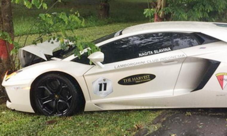 Mobil Lamborghini milik Raffi Ahmad saat kecelakaan. (Dok: Tabloidbintang)