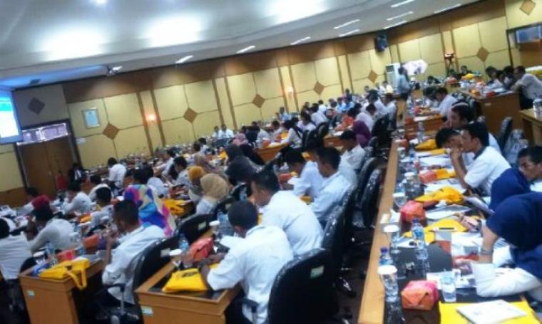 Suasana pelatihan Lurah se-Banten dalam Peningkatan Akuntabilitas Pengelolaan Keuangan, Aset Desa dan Badan Usaha Milik Desa (BUMDes) di Aula Bappeda Banten. (Foto: TitikNOL)