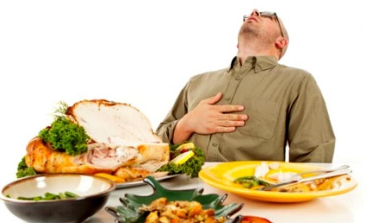 Ilustrasi tidur setelah makan. (Dok: metodesehat)