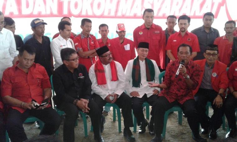 Mantan Bupati Lebak Mulyadi Jayabaya menyakini, dalam waktu tiga bulan kedepan suara pasangan Cagub dan Wagub Banten Rano-Embay di Lebak akan meningkat. (Foto: TitikNOL)
