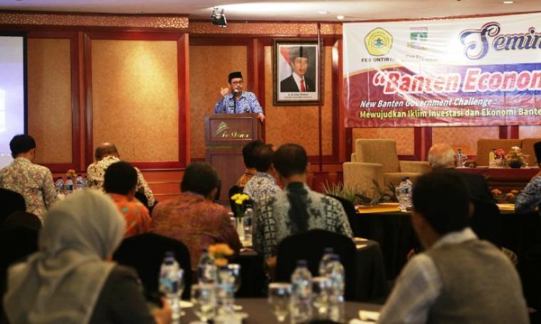 Sekda Banten Ranta Soeharta saat memberikan sambutan di acara seminar yang bertajuk Banten Economic Outlook 2017 di Hotel Le Dian, Kota Serang, Selasa (29/11/2016). (Foto: TitikNOL)