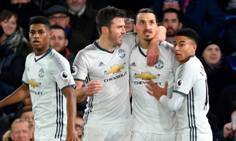 Selebrasi para pemain Manchester United usai Zlatan Ibrahimovic cetak gol ke gawang Crystal Palace. (Dok: youtube)