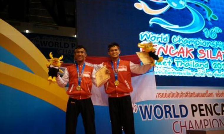 Juara dunia pencak silat ganda putra Indonesia. (kompasiana)