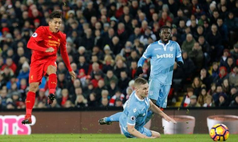 Aksi Roberto Firmino saat mencetak gol kedua bagi Liverpool. (Dok: mirror)
