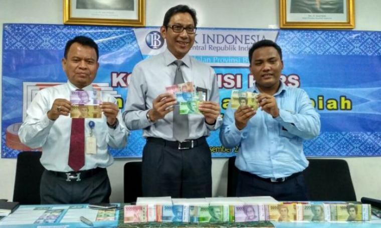Kepala BI perwakilan Provinsi Banten, Budiharto Setyawan saat ekspose 11 pecahan uang rupiah baru di Bank BI, Kaujon, Kota Serang. (Foto: TitikNOL)