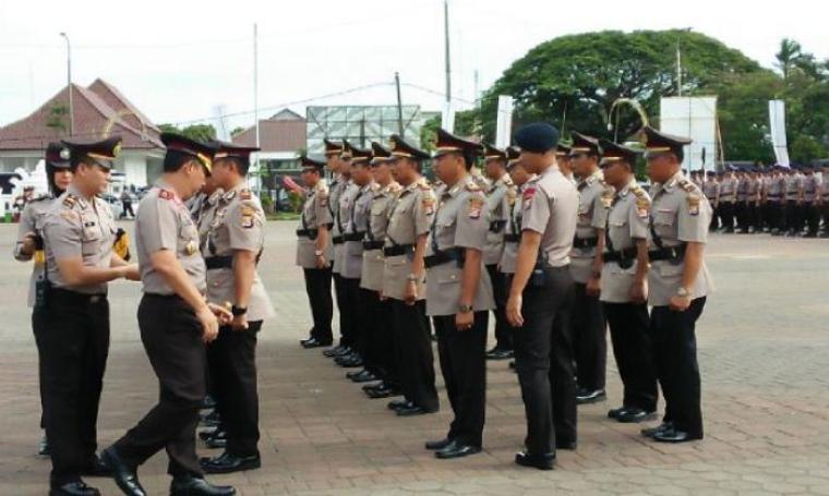 Kapolda Banten Brigjen Pol Listyo Sigit Prabowo saat melantik AKBP Komarudin menjadi Kapolresta Serang. (Foto: TitikNOL)