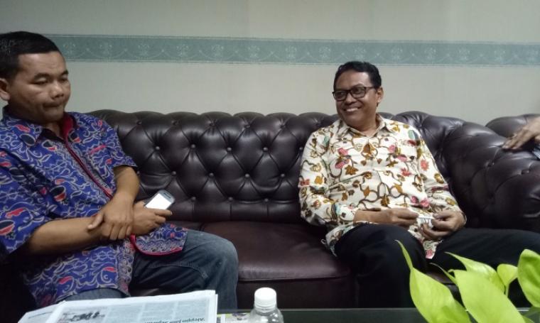 Kepala DPPKD Provinsi Banten Nandy S Mulya, saat diwawancarai di ruangannya, Kamis (15/12/2016). (Foto: TitikNOL)
