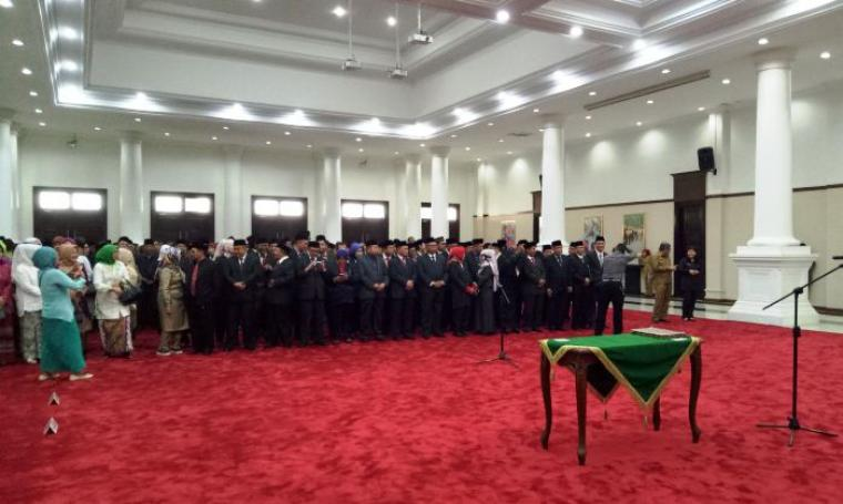 Suasana pelantikan pejabat eslon II dan III untuk pengisian Struktur Organisasi Tata Kerja (SOTK) Baru, di Pendopo Gubernur Banten, Senin (23/1/2017). (Foto: TitikNOL)
