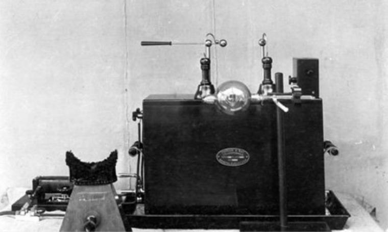 Pertama kalinya Mesin Sinar X diperlihatkan pada 18 Januari 1896. (Dok: twitter)