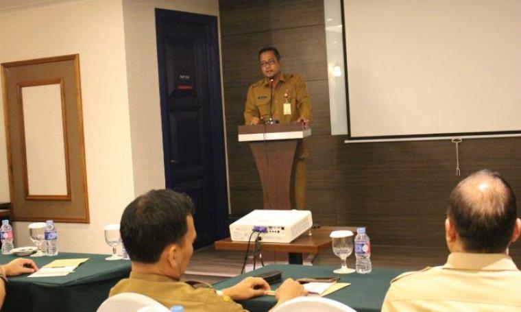 Kepala Disperindag Banten Babar Suharso berikan sambutan di acara pembukaaan Rapat Forum Organisasi Perangkat Daerah Tahun 2018 Disperindag Banten di Kota Cilegon, Senin, (27/2/2017). (Foto: TitikNOL)