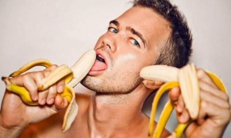 Ilustrasi makan pisang. (Dok: eveyo)