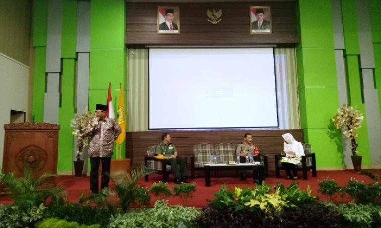 Ketua MPR RI Zulkifli Hasan saat memberikan sambutan di Gedung B Kampus Untirta, Kota Serang, Selasa (28/2/2017).