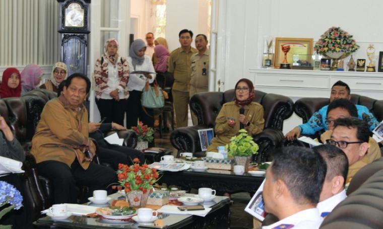 Rombongan anggota dewan Komisi V DPR RI saat diterima Bupati Lebak, Iti Octavia Jayabaya di Pendopo Bupati. (Foto: HMS Lebak)