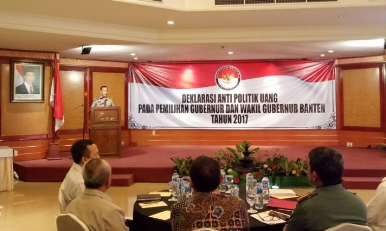Wakapolda Banten Kombes Pol Aan Suhanan memberikan sambutan di acara Deklarasi Anti Politik Uang, di Ledian, Kota Serang, Rabu (8/2/2017). (Foto: TitikNOL)