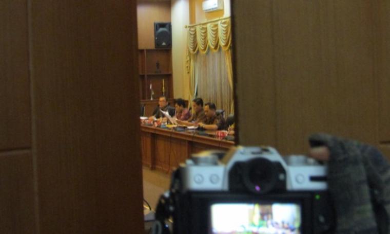 Pejabat Pemkot Cilegon menggelar pertemuan tertutup dengan Tim KPK di ruang rapat Walikota (Foto: Ist)
