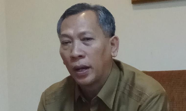 Inspektur Provinsi Banten Kusmayadi saat memberikan keterangan terkait kegiatan RSUD Banten yang dinilai ilegal, di salah satu hotel di Kota Serang, Selasa (21/3/2017). (Foto: TitikNOL)