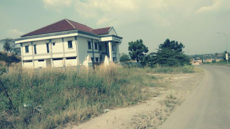 Gedung baru Kejari Kota Cilegon yang berada di Jalan Lingkar Selatan, yang hingga saat ini belum ditempati. (Foto: TitikNOL)