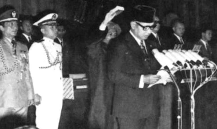 Soeharto dilantik menjadi Presiden Republik Indonesia yang ke-2. (Dok: sorak)