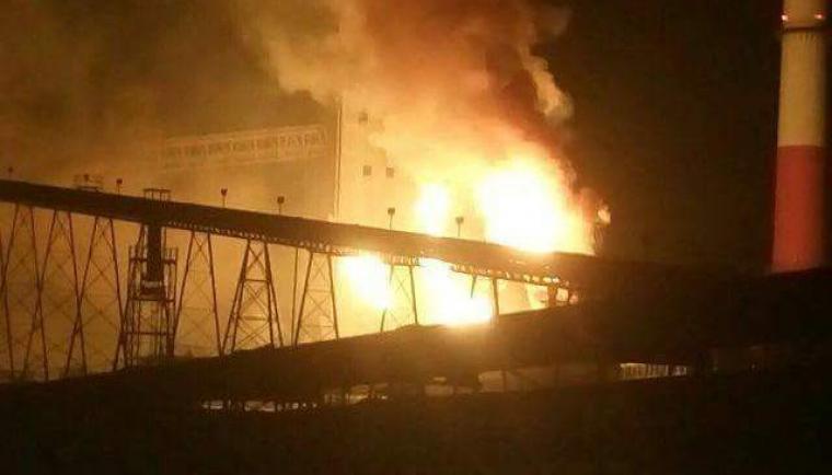 Salah satu lokasi di area PT Krakatau Posco yang mengeluarkan api. (Foto: Ist)